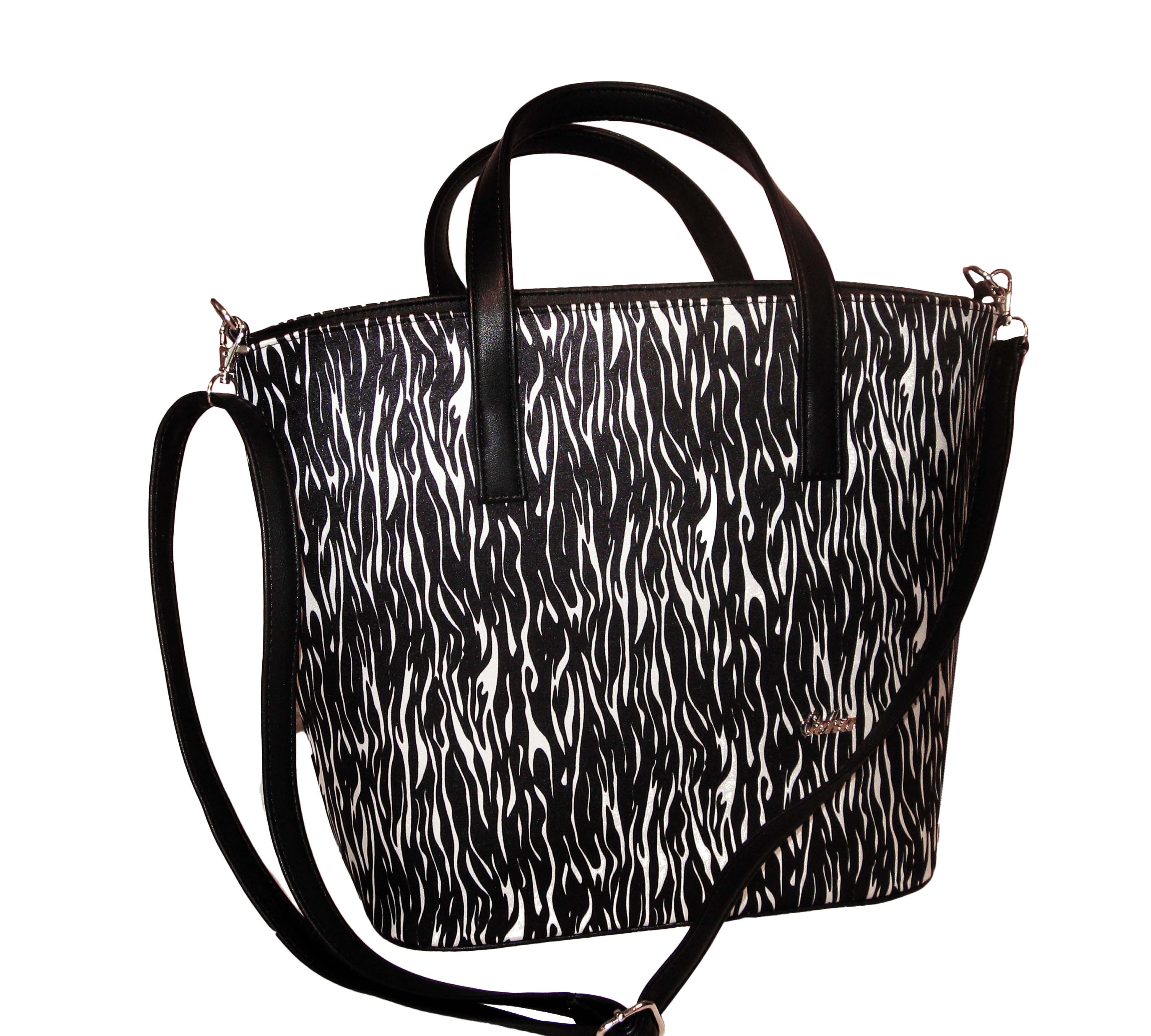 4d0ad9fcf0d1 Elegantní dámská kabelka černobílá značky Seka